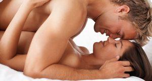 Casal Apaixonado na Cama