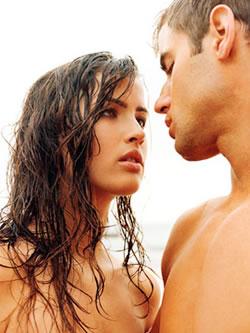 Casal Seduzindo na Praia