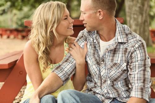 Casal Conversando e Seduzindo