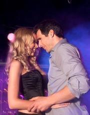 Casal Dançando na Noite