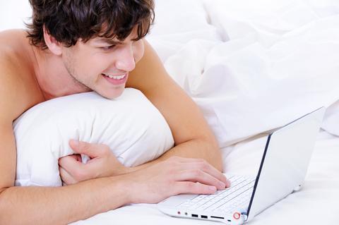 Rapaz Assistindo Pornografia