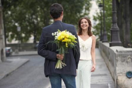 Homem com Flores para a Mulher
