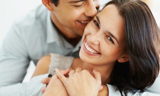 Casal em Momento de Alegria