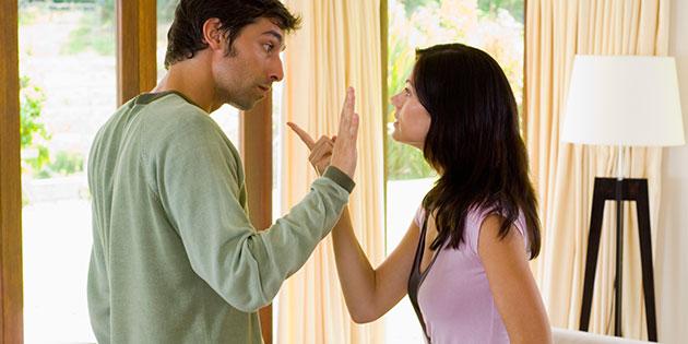 Casal Discutindo a Relação