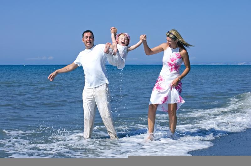 Casal com criança na Praia