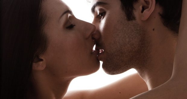 Beijo Sensual de Casal