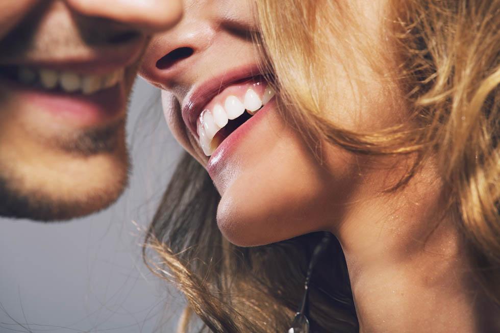 Casal Conversando Sorrindo