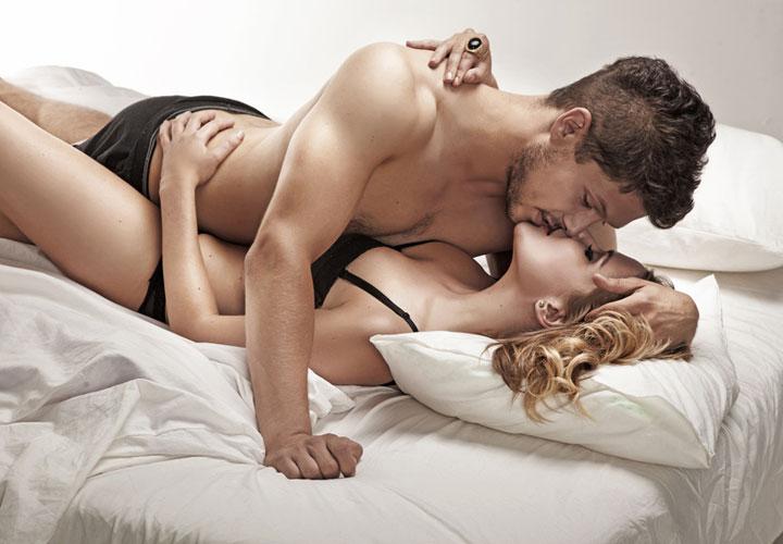 Casal Sensual na Cama