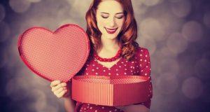 Namorada com Presente