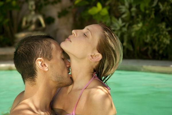 Fazer sexo na piscina não é fácil como dar um simples pulo na água. A prática requer posições especiais para que o sexo seja prazeroso
