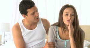 Casal se desentendendo