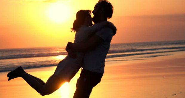 Casal no pôr do Sol