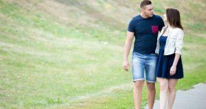 Casal caminhando
