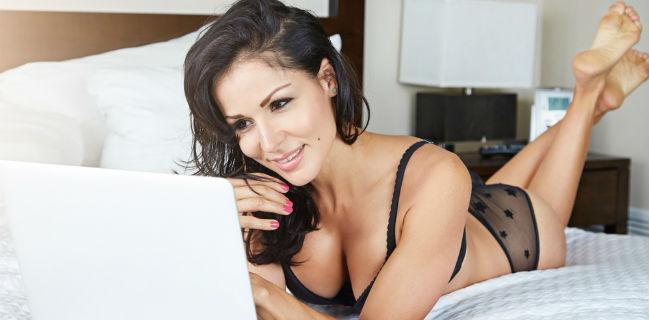 Mulher vendo pornô