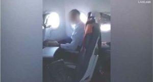 Masturbando no avião