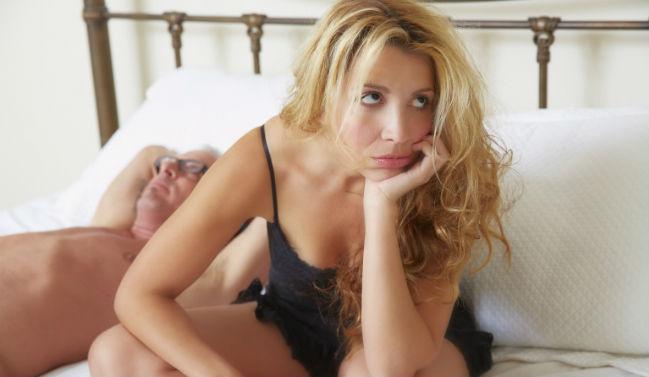 Mulher insatisfeita com sexo